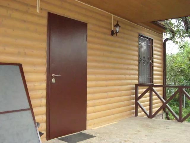 обычная металическая дверь входная уличная для дачи
